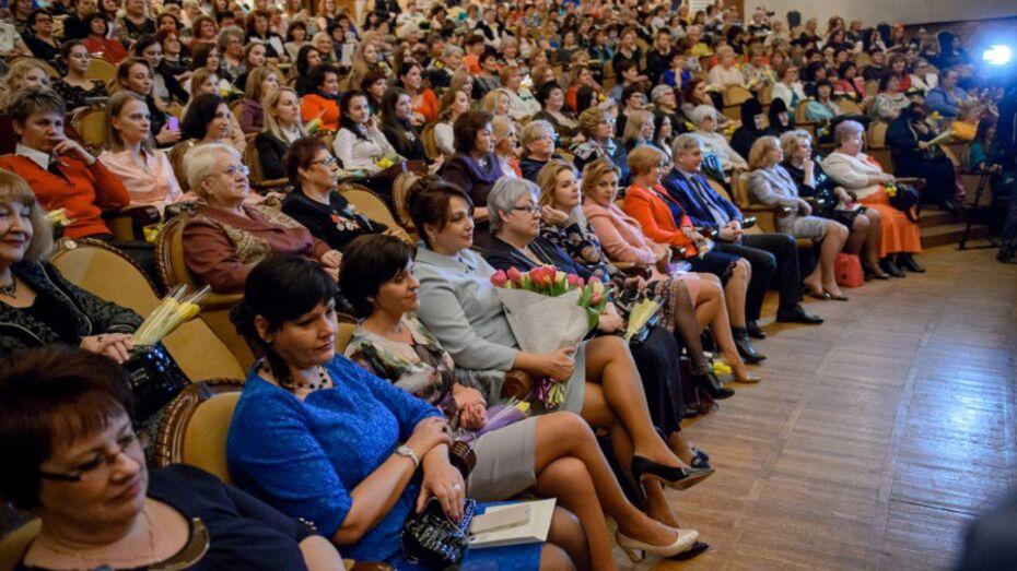 Губернатор Алексей Гордеев оценил вклад женщин в развитие Воронежской области