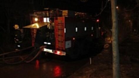 На Левом берегу в Воронеже неизвестные подожгли дверь в квартиру и гараж