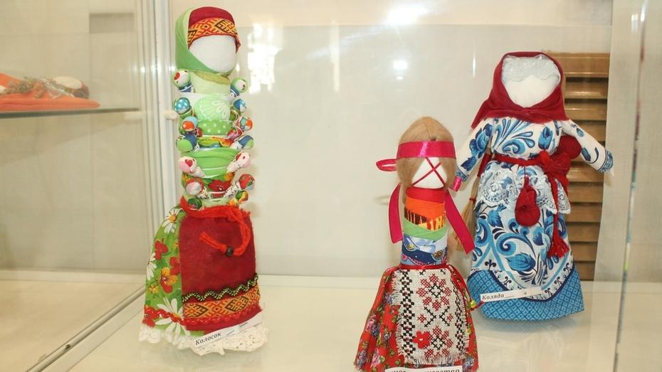 В Анне открылась выставка «Народная кукла»