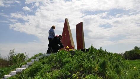 В Эртильском районе установили памятник исчезнувшему поселку