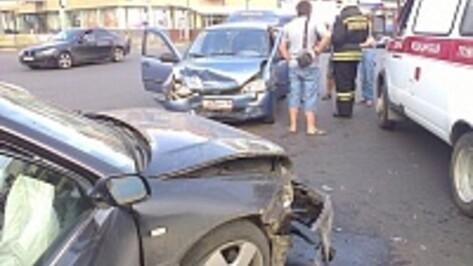 В центре Воронежа при столкновении трех машин пострадали дети