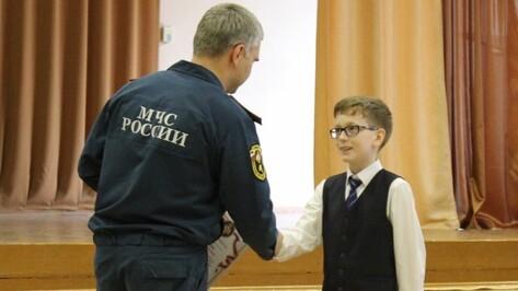 В Воронеже школьник помог потушить пожар до приезда спасателей
