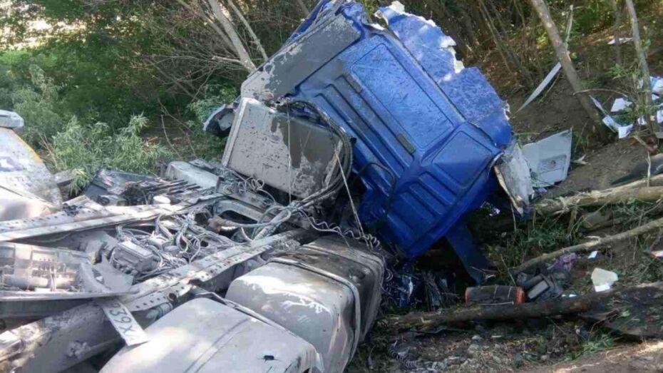 В Воронежской области водитель фуры MAN погиб после взрыва колеса