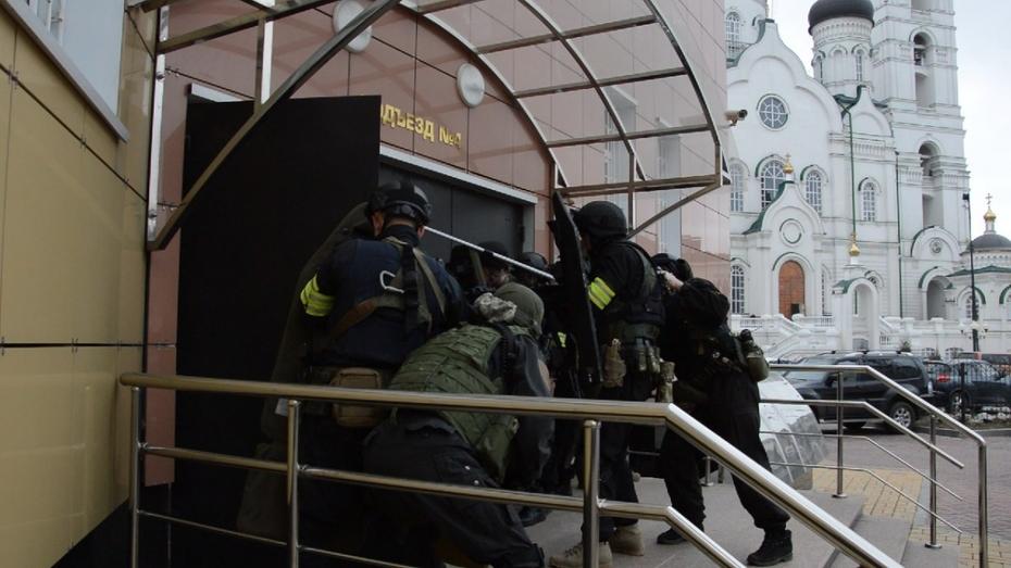 В Воронеже силовики обезвредили захвативших облсуд «террористов»