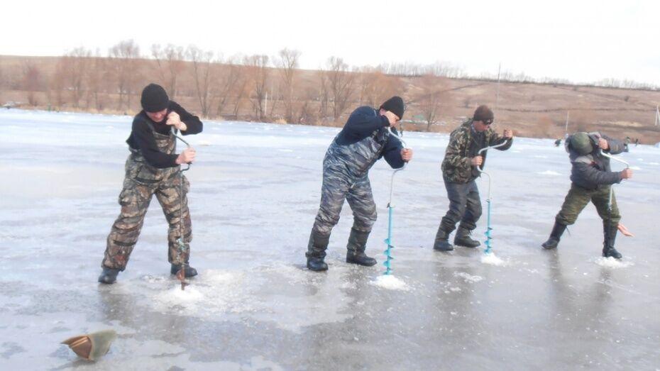 Спасатели предостерегли горожан от выхода на лед Воронежского водохранилища
