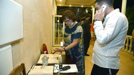 Проверяющие отметили снижение количества ковидных нарушений в ресторанах и барах Воронежа