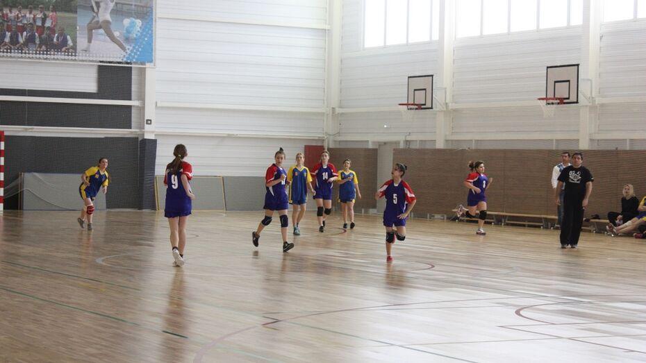 Хохольские школьники вышли в финал областной спартакиады по гандболу