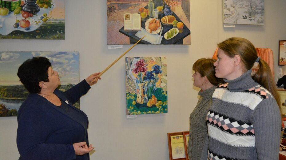 В Богучаре открылась выставка картин местного художника