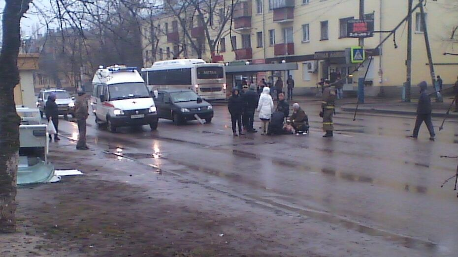 В Воронеже Renault сбил 2 пешеходов