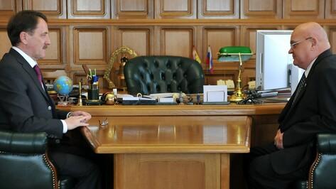 Писатель Александр Лапин пожаловался губернатору на снижение популярности периодики