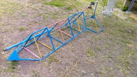 В Воронежской области нашли опасные детские площадки при садиках