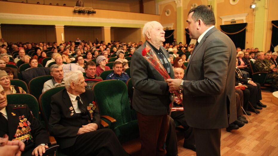 Острогожские ветераны получили первые юбилейные медали