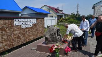 В верхнехавском селе Углянец открыли сквер памяти умершим в мирное время фронтовикам
