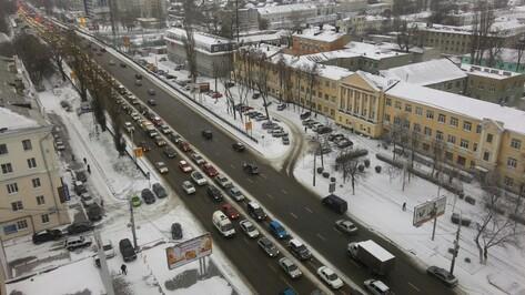 Снегопад спровоцировал в Воронеже 9-балльные пробки
