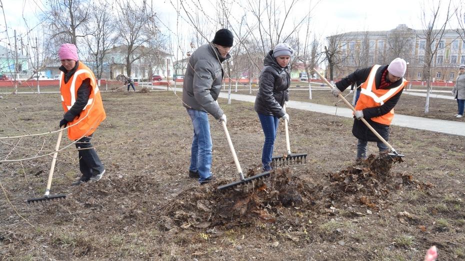 В Богучарском районе субботники начались раньше обычного