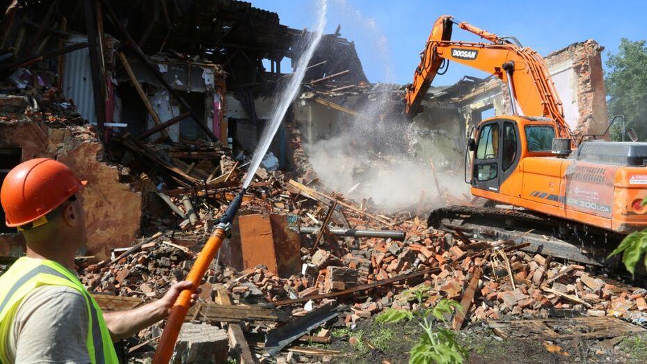 В Воронеже снесли аварийный дом на улице Димитрова