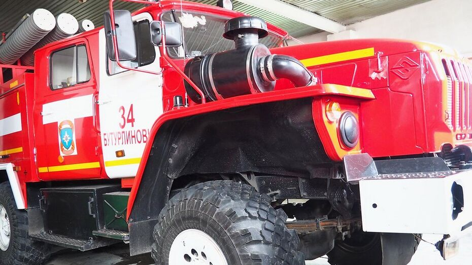 В Бутурлиновке пожар повредил два автобуса