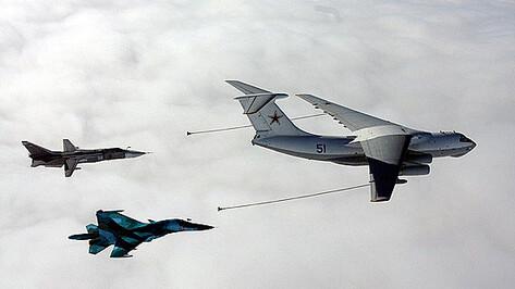 Бомбардировщики Су-34 отработали дозаправку в воздухе на границе с Воронежской областью