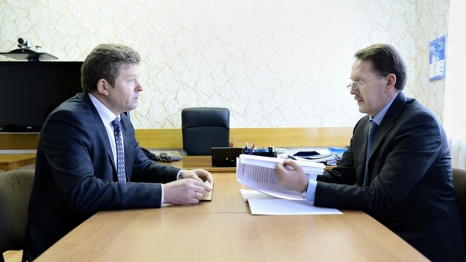 Алексей Гордеев поставил «четверку» главе Панинского района
