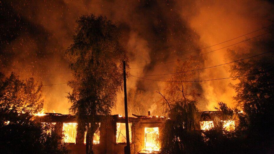 В Каширском районе сгорели баня и 2 сарая