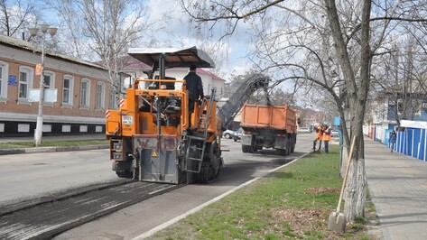В Павловске начали ямочный ремонт дорог на центральных улицах