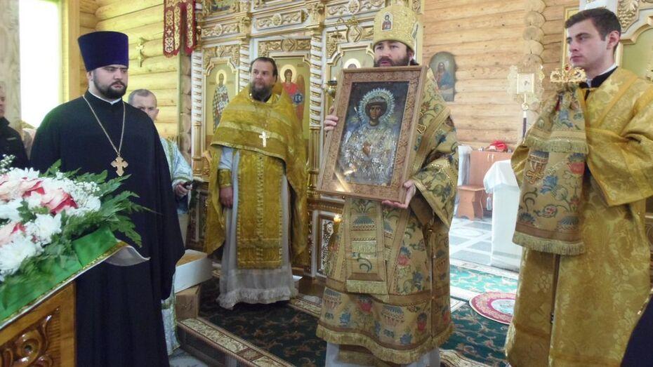 В верхнемамонском селе состоялось открытие Троицкого храма