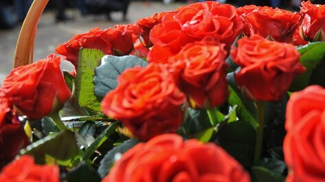 Воронежец украл 31 алую розу для жены на годовщину свадьбы