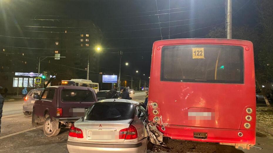 Массовое ДТП случилось в Левобережном районе Воронежа