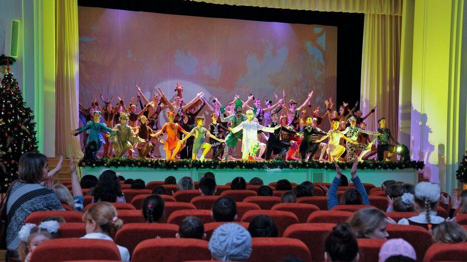 Воспитанники воронежских интернатов увидели балет «Айболит» на правительственной елке