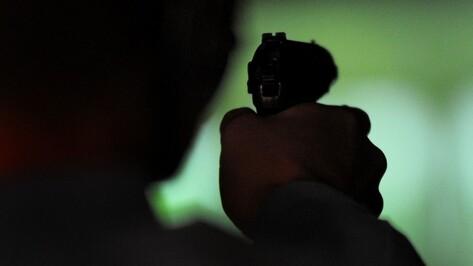 В Воронеже рецидивист с пистолетом ворвался в продуктовый магазин