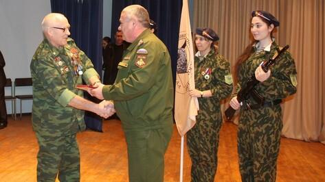 Хохольским ветеранам и педагогам вручили медали за активную военно-патриотическую работу