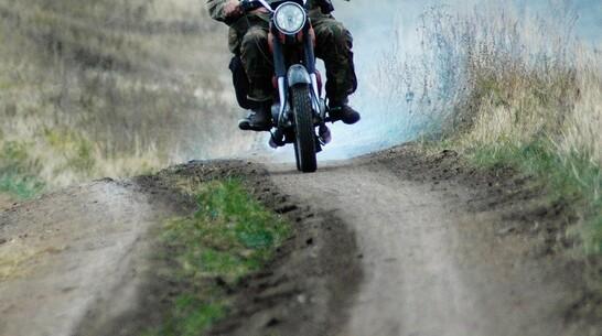 Автоцистерна зацепила встречный мотоцикл в Воронежской области: 2 человека в больнице