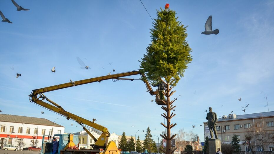 «Не по фен-шую». Как в Острогожске поставили елку