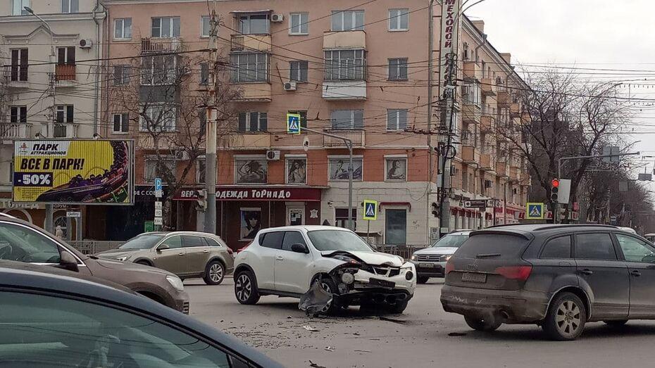 Авария спровоцировала пробку в центре Воронежа