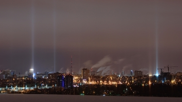Главный метеоролог рассказал о природе возникновения световых столбов в Воронеже