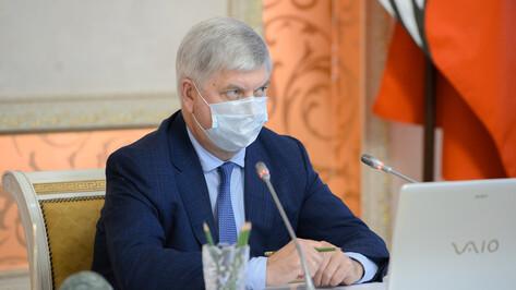 Воронежский губернатор поручил вести ремонт придорожных коммунальных сетей без выходных