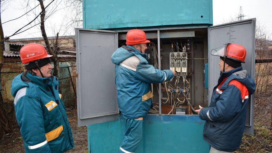 В нижнедевицком поселке Курбатово смонтировали новую ЛЭП