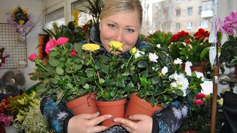 35 семилукцев 8 марта сбегали «Любимой за букетом!»