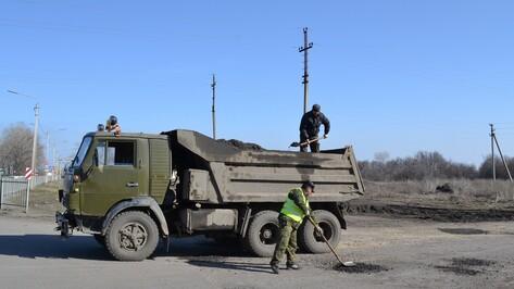 В Грибановском районе приступили к ямочному ремонту дорог