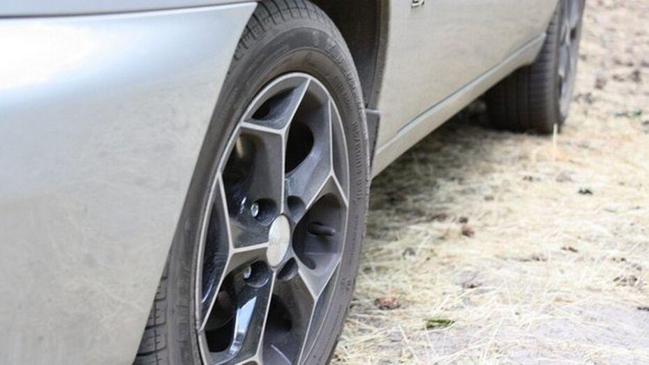 В Воронежской области у нерадивого преступника заклинил руль угнанного автомобиля