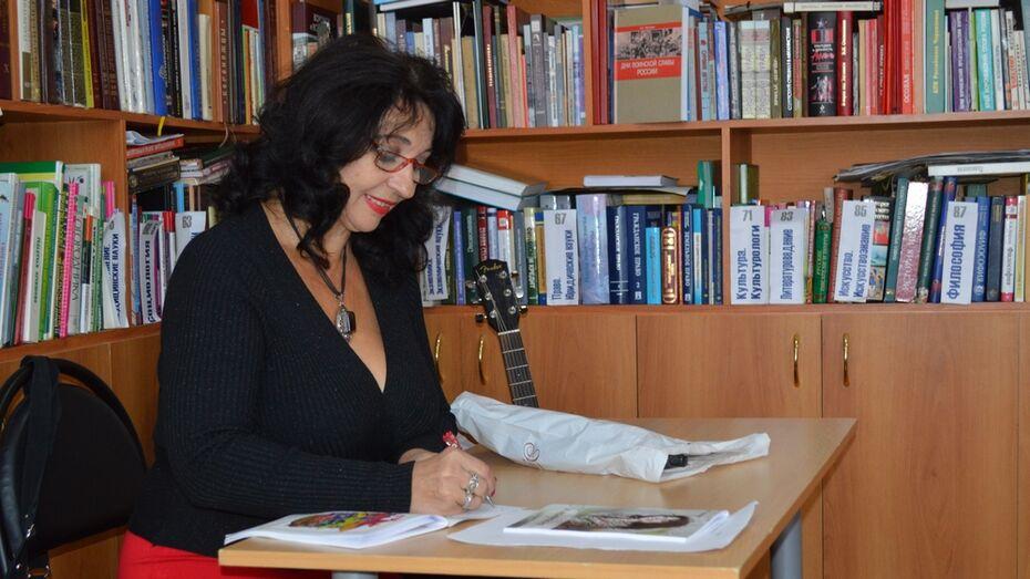 Жительница Репьевки выпустила первый сборник стихотворений «Не напрасно…»