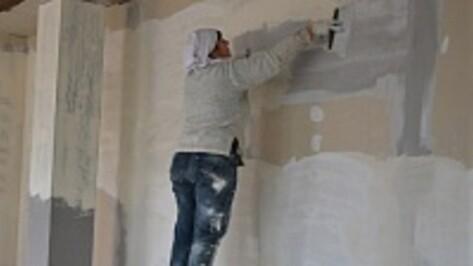 Жители семилукского села за свои деньги восстанавливают сгоревший дом матери-одиночки