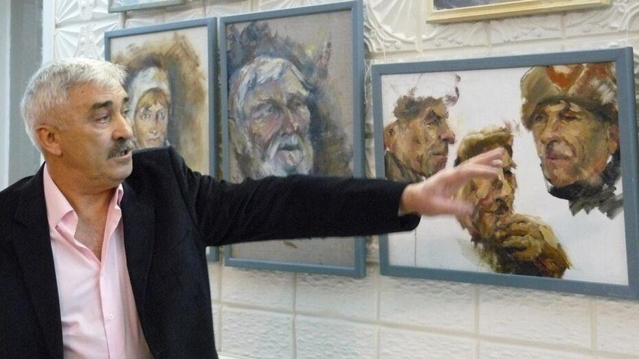 Выставку картин местного художника Виктора Петинова открыли в Павловске