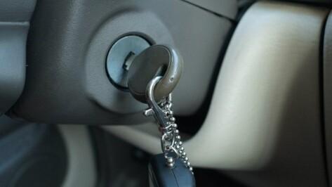 В Воронежской области пожилой пассажир-рецидивист угнал у мужчины машину