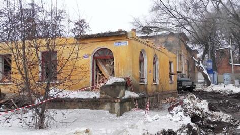В Семилуках начали сносить ветхие дома в центре города
