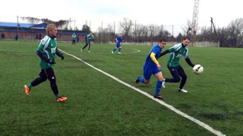 Футболисты лискинского «Локомотива» уступили молодежному составу «Луча-Энергии» из Владивостока