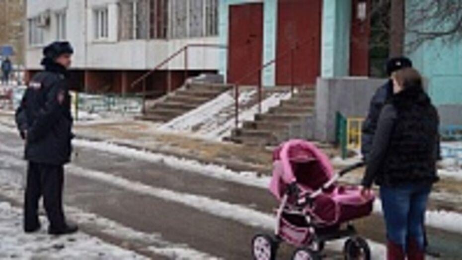 В Воронеже эвакуировали жителей многоэтажки из-за сообщения о бомбе в припаркованной машине