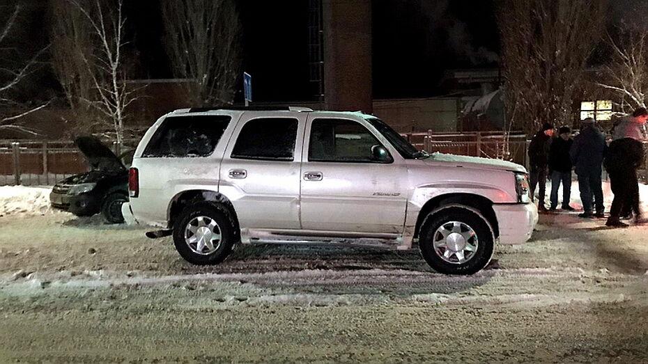 Пьяный водитель Cadillac покалечил трех человек в Воронежской области