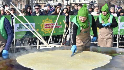 В Воронеже испекли самый большой блин в России