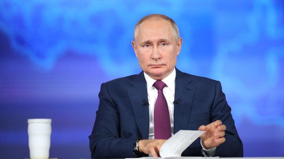 Путин призвал глав регионов чаще проводить прямые линии